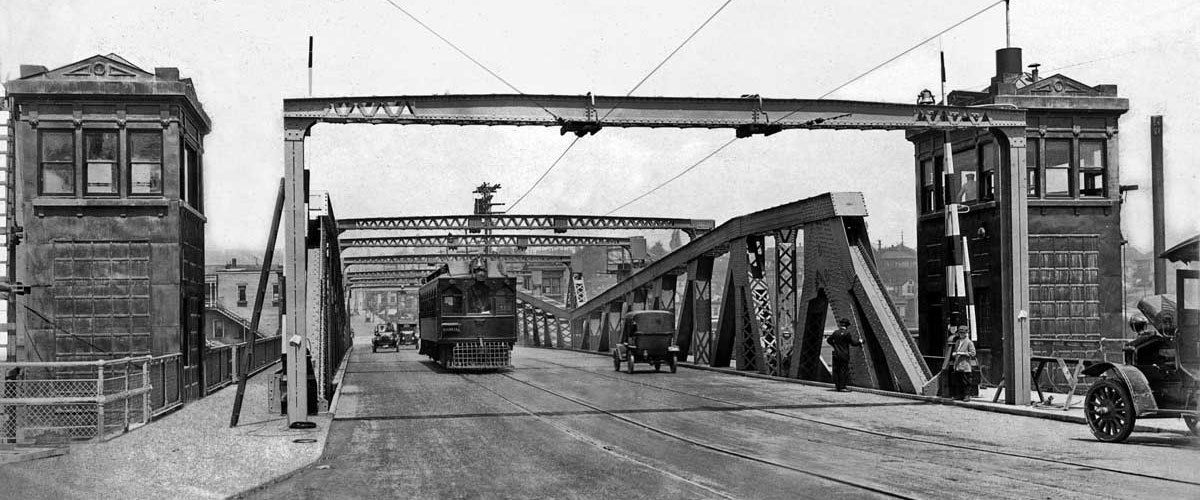 <p>Trolley Car crossing the Fremont Bridge. Wouldn't it be nice if we still had this today?</p>
